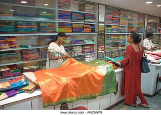 silk-sarees-for-sale-in-a-shop-in-india-ancmwn