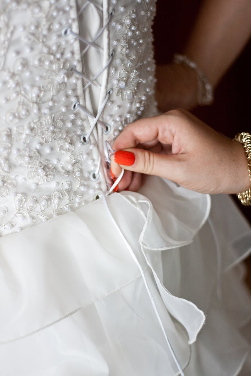 tie a corset back wedding dress